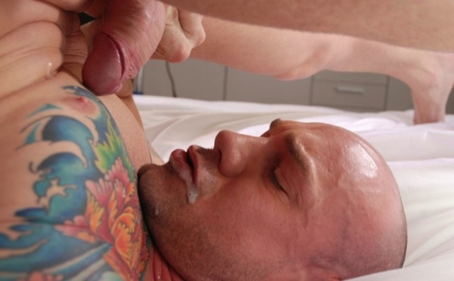 Inked muscle boy Kurt Rogers eats his own cum