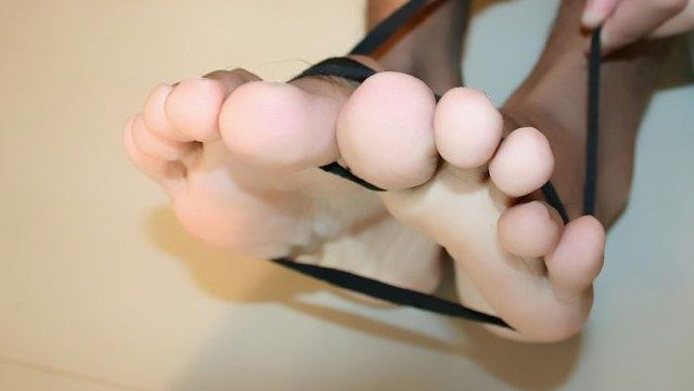 Hot sexy Asian boy toes