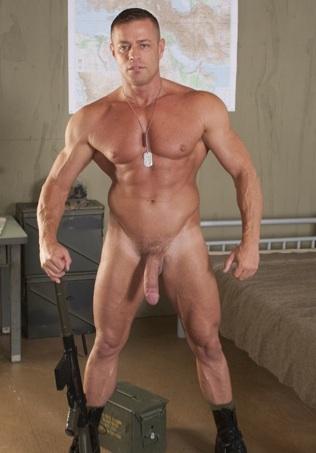 gran macho musculoso Tyler Saint