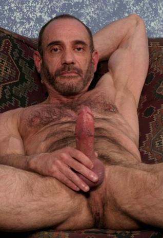 Anthony DeAngelo masturba su verga