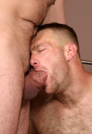 Jay Scott con la boca llena de verga de Randy Ramer
