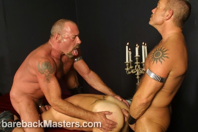 Muscle bear opens the ass of another guy so muscled top man can stuff thick raw cock in