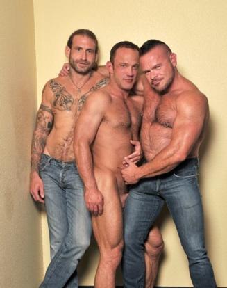 Greg, Chris, y Peter listos para foyar a pelo