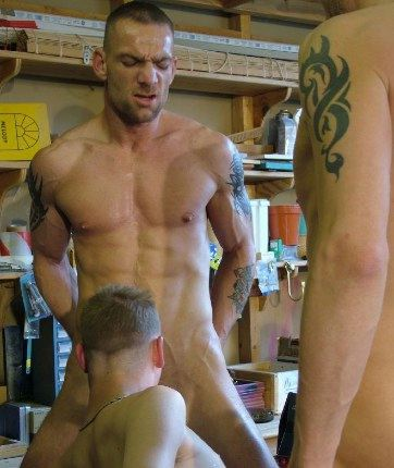 Young Rick Hunter gives tattooed hunk Darren Robins a wet blowjob