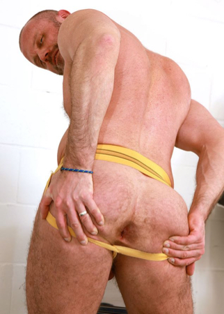 Hairy daddy bottom wanting to be fucked