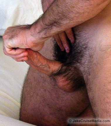 Hot furry hunk jacks off his big cock