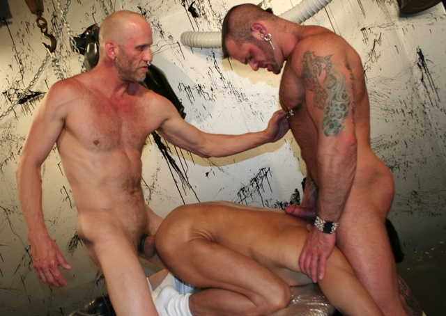 Spit plays with muscle bear Tober Brandt while raw fucking a tight hole