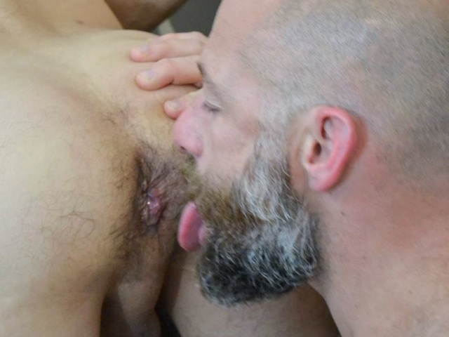 Bearded daddy rims a well fucked hole
