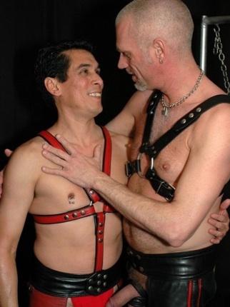 Tony Ryder y Redright visten de cuero