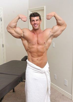 RippedZeb Atlas shows off his massive biceps