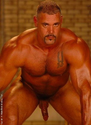 Massive bodybuilder Karim showing his muscled and dick