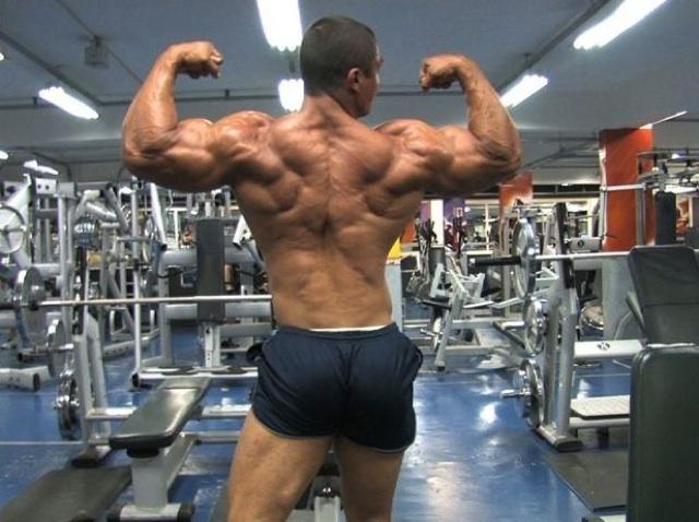 Julio nos muestra su enorme espalda