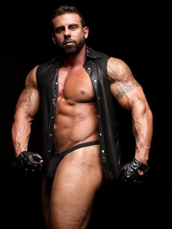 Bearded bodybuilder Xavier in leather