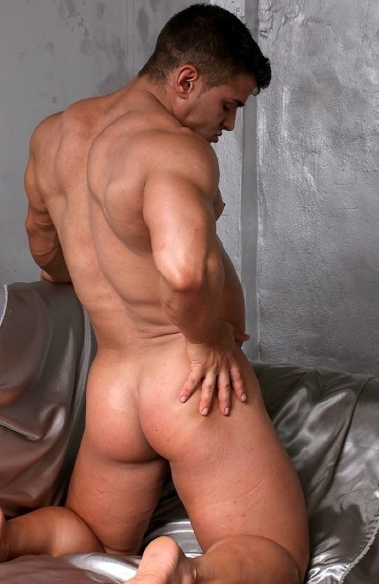 Beefy young bodybuilder with a rock hard bubble butt