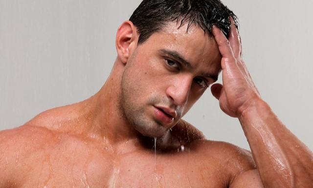 Hot young bodybuilder Macho Nacho dripping wet