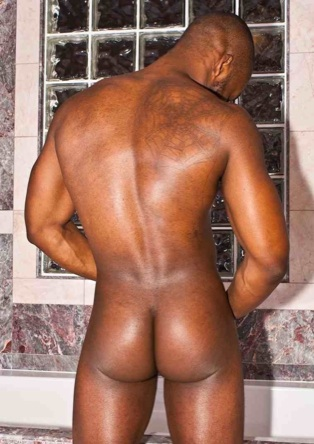 Hot built muscle stud Derel Reynolds ass