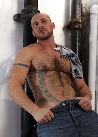 Hot scruffy Aitor Crash shirtless