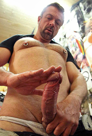 Mauri lubes up his raw cock