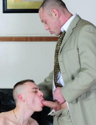 Pasante recibe una pasada de su jefe