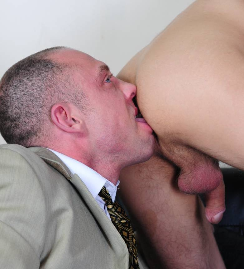 duke preps his office boy\'s hole for a hot fuck