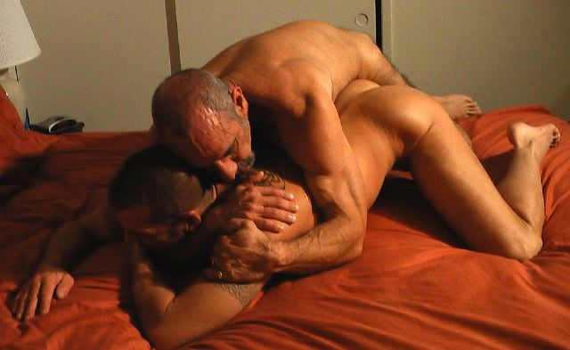 Bottom wrestles with top hoping to get fucked