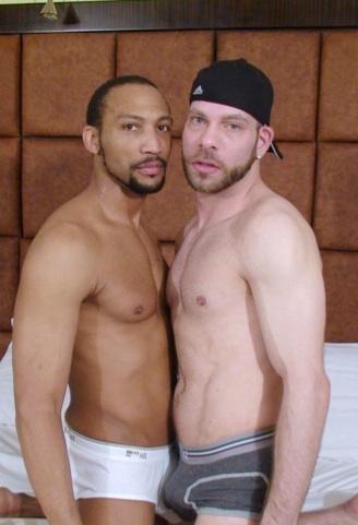 Buster y Kasey con carpas en sus interiores