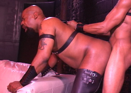 Leon Masters – Bottoming