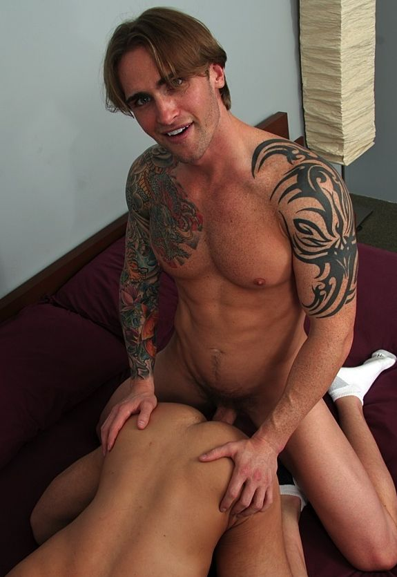Pretty blue-eyed young man with wicked tattoos David Taylor fucks a tight butt bareback