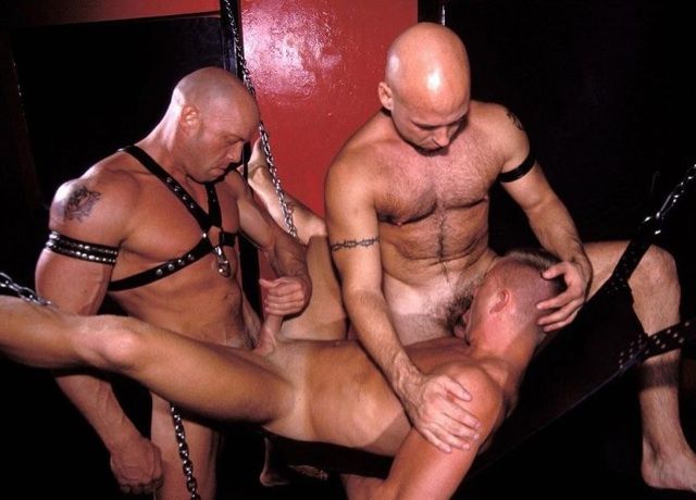 Two beefy guys use a thirds hot mouth and bare hole