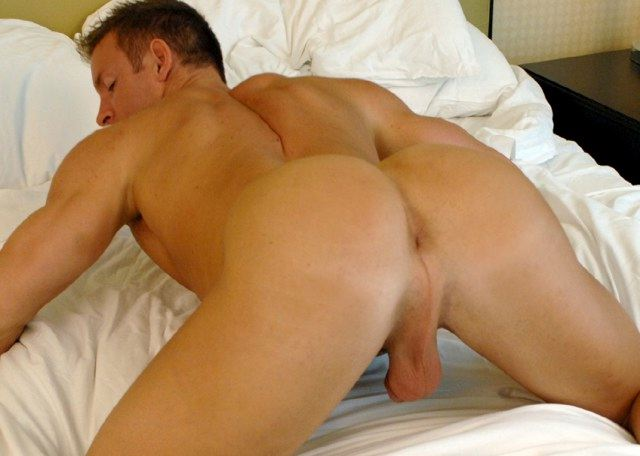 Muscle jock shows off his tight asshole and smooth ass