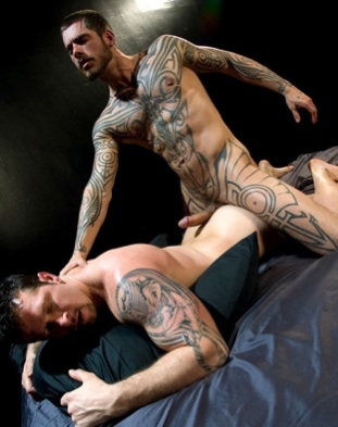 Inked stud Logan ready to fuck Vincent's ass