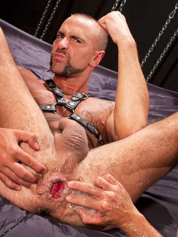 Matthieu Paris hows off his well fisted hole