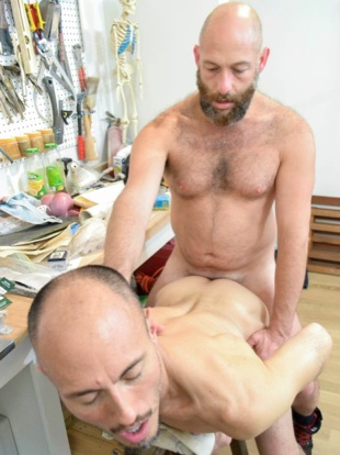 Bald bearded daddy fucking a sinny bottom