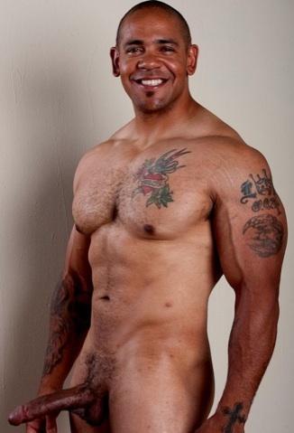 Inked muscle stud Juan Steel