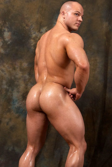 OIled up bodybuilder with a hot ass
