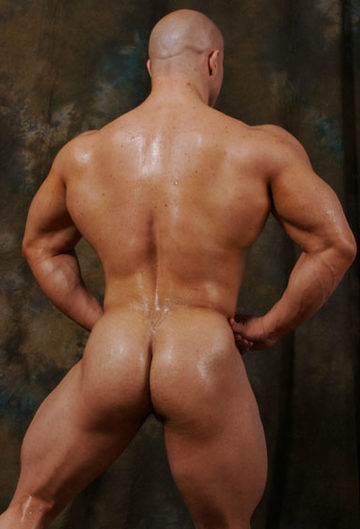 Hot young bodybuilder shows off his ass