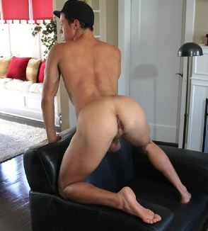 Lean Latin jock shows off his beefy ass