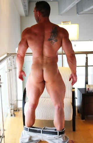 Hayden Taggert shows off his round bubble butt