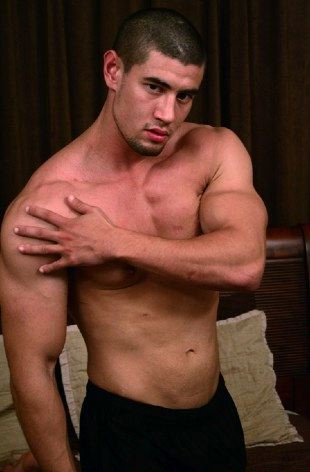 Mucsle hottie Kevin Wood