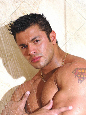 Hot Latin bodybuilder Raul De La Guardia