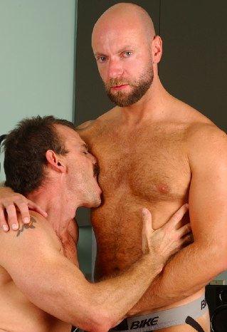 Machos Calvos Y Barbudos Gay - Porno