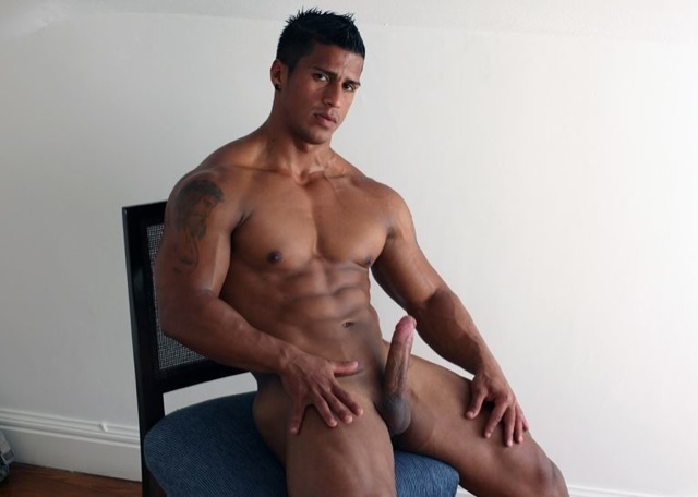 Muscle man Timmy Riordan naked with a hard cock