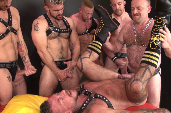 Furry bear Nick Roberts fucks Ray Dalton during a gangbang