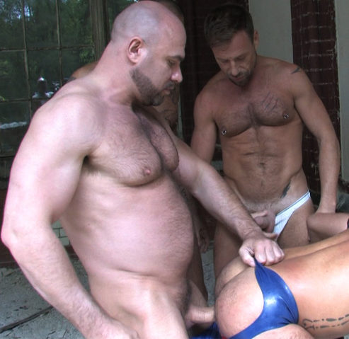 Beefy Mike Butt slams his raw cock into Kike\'s hot ass