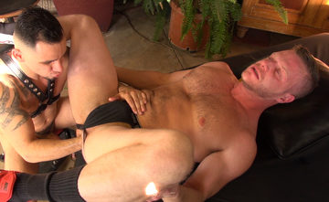 Brian Bonds – Fisting bottom