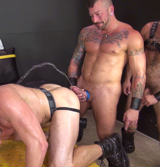 Hugh Hunter – Piss top