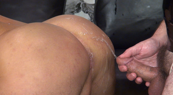 Hugh Hunter – Piss bottom