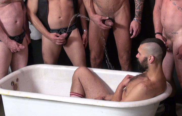 Chris Perry – Piss bottom