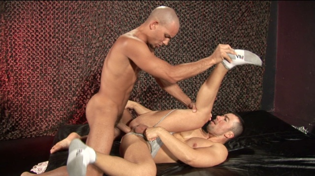 Antonio drives his huge raw dick into Dominik's bare ass