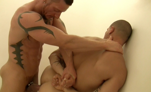 Inked Matthias pounds Tommy's muscle hole